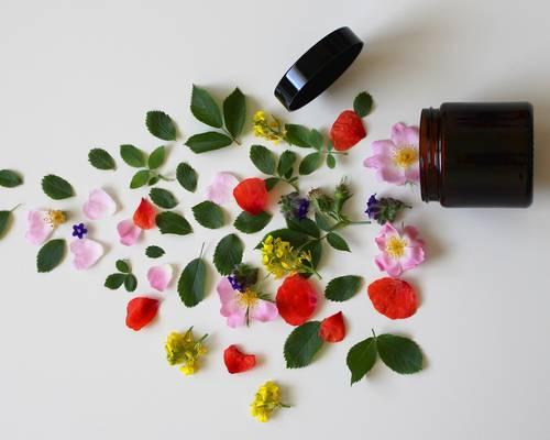 natural-cosmetics-3397277_1920.jpg