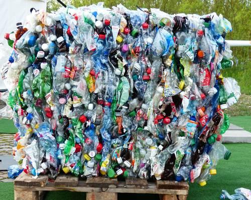 plastic-bottles-115069_1920.jpg
